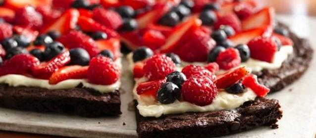 dessert pizza, brownie pizza, junk food, gluten free, snack, healthy snack, easy desserts