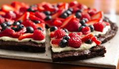 dessert pizza, brownie pizza, junk food, gluten free, snack, healthy snack, easy desserts